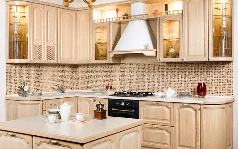 классическая мебель для кухни из дерева