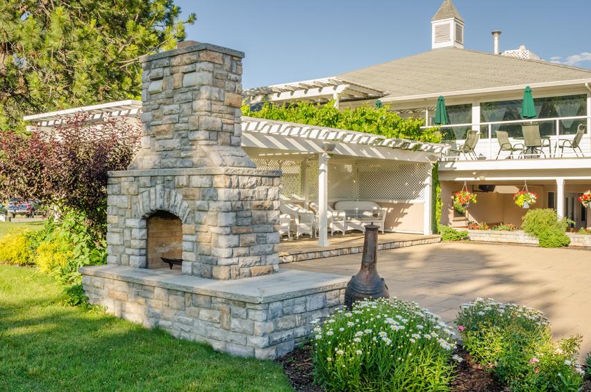 Строим камин в саду