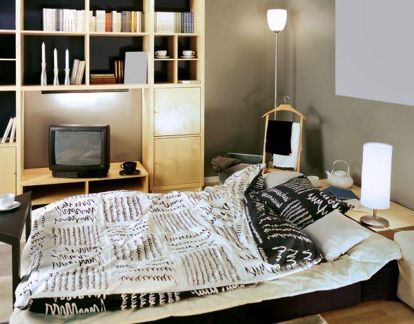 Диван-кровать в день-удобный отдых, ночью используется как кровать для спальни. Фото