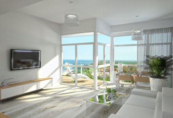 Большие окна впускают в квартиры свет и позволяют владельцам наслаждаться видом на море даже не выходя на террасу.
