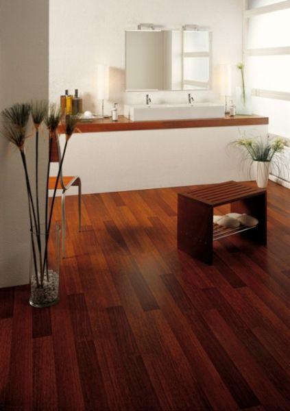 Панели для пола в ванной комнате – дерево и ламинат