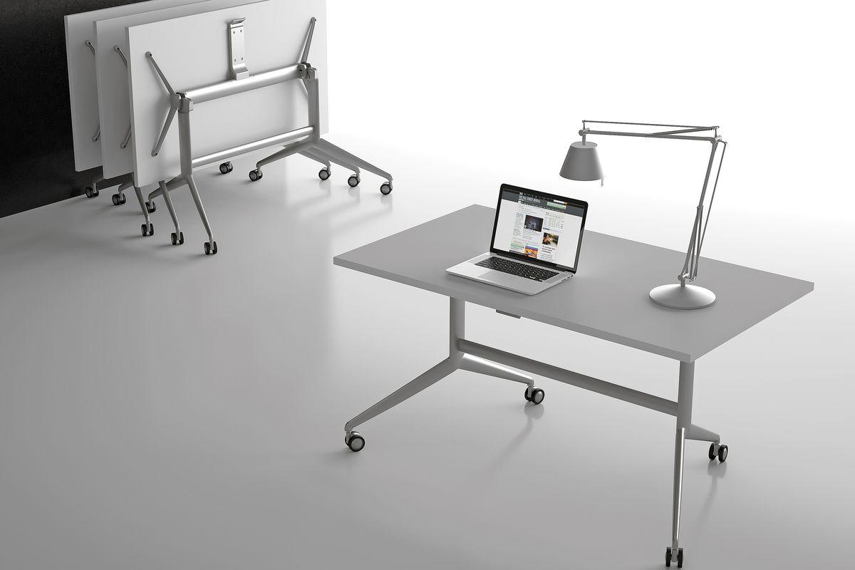 Преимущества мобильных складных столов на металлокаркасе